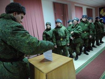 Военнослужащие голосуют в Киржачском районе Владимирской области 4 декабря 2011 года. Фото РИА Новости, Кирилл Каллиников