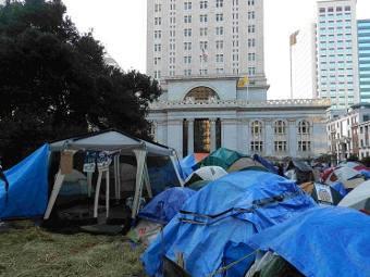 """Палатки участников движения """"Захвати Окленд"""". Фото пользователя Mercurywoodrose с wikipedia.org"""