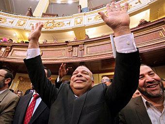 Саад эль-Кататни (в центре) на первом заседании египетского парламента. Фото ©AFP