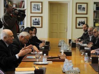 Представители ЛАГ на переговорах с сирийскими оппозиционерами. Фото ©AFP