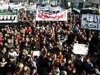 Антиправительственный митинг в Сирии. Кадр видеозаписи с сайта YouTube