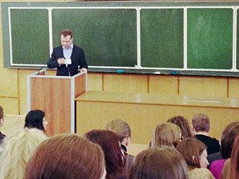 Дмитрий Медведев на встрече со студентами журфака МГУ. Фото @sovkusomsahara