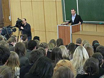 Дмитрий Медведев на встрече со студентами журфака МГУ. Фото РИА Новости, Екатерина Штукина