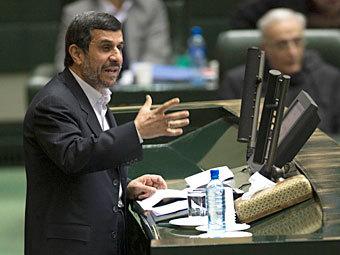 Выступление Махмуда Ахмадинеджада в иранском парламенте. Фото Reuters