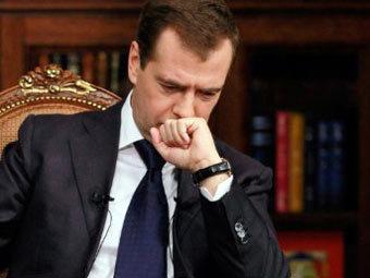 Дмитрий Медведев во время записи телеинтервью. Архивное фото ©AFP