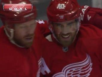 """Хоккеисты """"Детройта"""" празднуют первый гол в ворота """"Далласа"""". Кадр ролика, выложенного на официальном сайте НХЛ"""