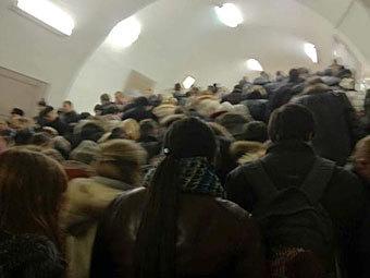 """Пассажиры на станции """"Таганская"""". Фото @mirontv"""