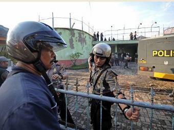 Бунт в тюрьме на популярном...  Reuters.