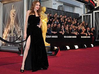 "Анджелина Джоли на церемонии вручения премии ""Оскар"". Фото ©AFP"