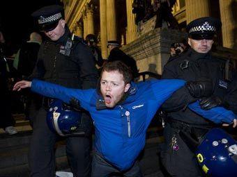"""Задержание участника движения """"Захвати Лондон"""". Фото ©AFP"""