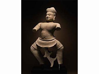Статуя воина. Фото из каталога Sotheby's