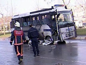 Взорванный автобус. Кадр телеканала CNNTurk