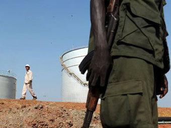 Охрана нефтехранилища в Южном Судане. Фото ©AFP