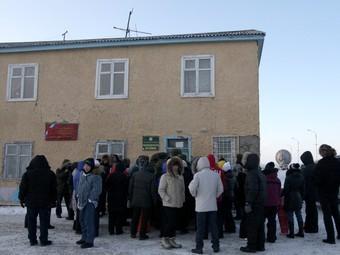Очередь перед открытием избирательного участка в поселке Тавайваам на Чукотке. Фото РИА Новости, Валерий Мельников