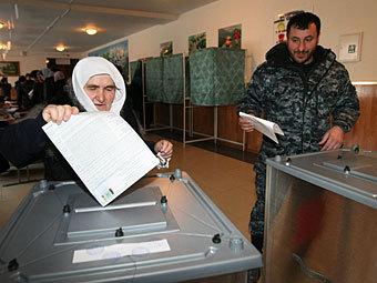 На избирательном участке в селе Центорой, Чечня. Фото РИА Новости, Саид Царнаев