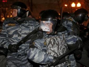 Сотрудники ОМОН на Пушкинской площади в Москве 5 марта 2012 года. Фото Reuters