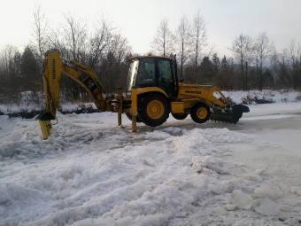 Работы по наполнению Айского водохранилища. Фото с сайта ГУ МЧС по Челябинской области