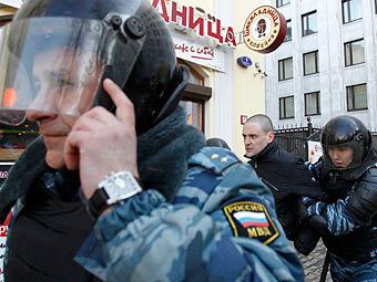 Задержание Сергея Удальцова. Фото Reuters