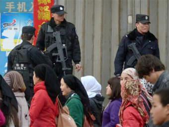 Китайская полиция в Синьцзяне. Фото ©AP