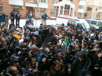 Журналисты и сторонники Алексея Козлова около Пресненского суда Москвы. Фото @nikbatalov