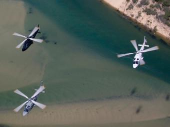 Прощальный полет A109E. Фото с сайта navy.gov.au