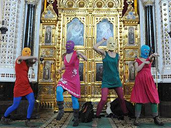 """""""Панк-молебен"""" Pussy Riot в Храме Христа Спасителя. Фото ИТАР-ТАСС, Митя Алешковский"""