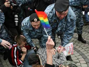 Разгон гей-парада в Москве. Архивное фото ©AFP