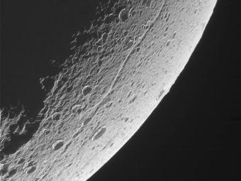 Диона. Фото NASA/CICLOPS