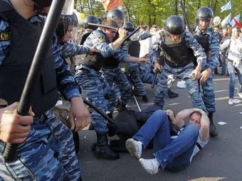 Сотрудники ОМОНа в районе Болотной площади в Москве 6 мая 2012 года. Фото Reuters