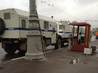 Автозаки на Кудринской площади в Москве утром 9 мая 2012 года. Фото @alyonapopova
