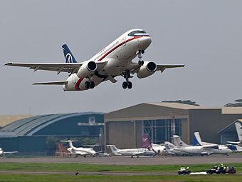 Sukhoi SuperJet-100 в Джакарте. Фото Сергея Доли.  www.lenta.ru