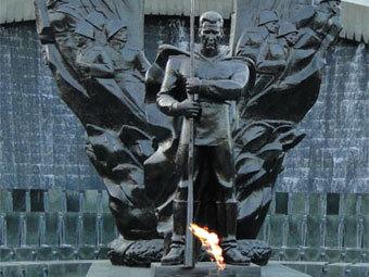 Памятник туркменам, погибшим в Великой Отечественной войне.