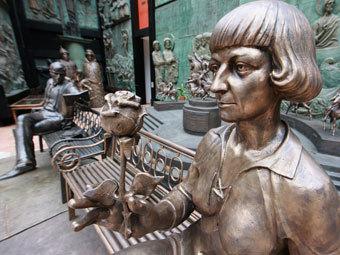 Памятники Борису Пастернаку и Марине Цветаевой. Фото РИА Новости, Антон Денисов