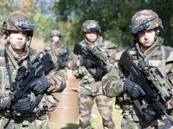 Французские пехотинцы в экипировке FELIN. Фото с сайта defense.gouv.fr