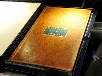 Конституция США, принадлежавшая Вашингтону. Фото ©AFP