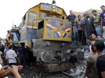 Потерпевший крушение под Гизой поезд. Фото ©AP