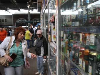 Продажа алкогольных коктейлей. Фото РИА Новости, Алексей Мальгавко