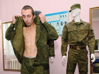 Призывник получает обмундирование. Фото РИА Новости, Игорь Зарембо
