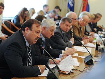 Геннадий Гудков на заседании думской комиссии. Фото РИА Новости, Владимир Федоренко