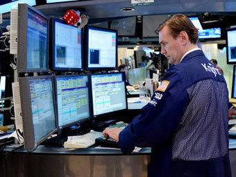Американским компаниям предсказали первый за 12 кварталов спад прибыли