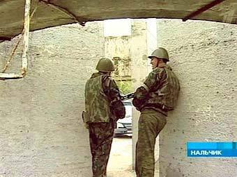 В центре Нальчика, в жилом доме, блокировали боевиков
