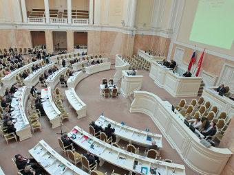 Заседание петербургского парламента в Большом зале Мариинского дворца. Фото с сайта assembly.spb.ru