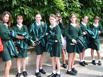 Розничные продажи в Великобритании выросли из-за школьной формы