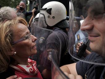 Греция прекратила работать в знак протеста против жесткой экономии