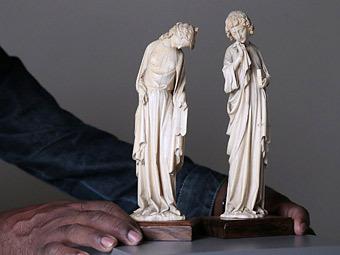 Статуэтки Аллегории Синагоги и Иоанна из слоновой кости XIII века. Фото ©AFP