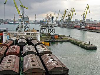Терминалы порта города Поти. Фото ИТАР-ТАСС, Александр Климчук