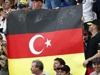 Немецкие турки ежегодно отправляют на родину миллиард евро