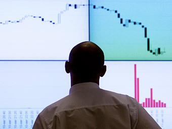 Объемы торгов на Московской бирже упали в два раза