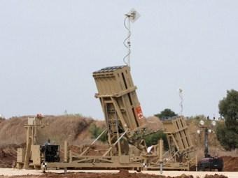 """Батарея ПВО """"Железный купол"""" вблизи Тель-Авива. Фото ©AFP"""