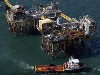 В США прекратили поиски пропавших при пожаре на нефтяной платформе рабочих